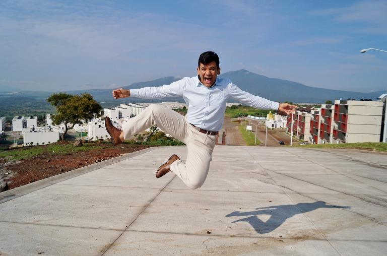 jump-996210_1280.jpg